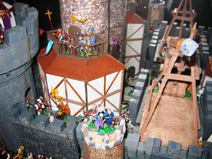 Miniature Castle And Battle Scene Pay Tribute To Medieval Times