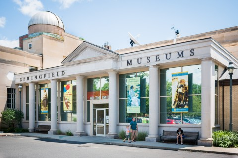The main entrance of the Springfield Museums.