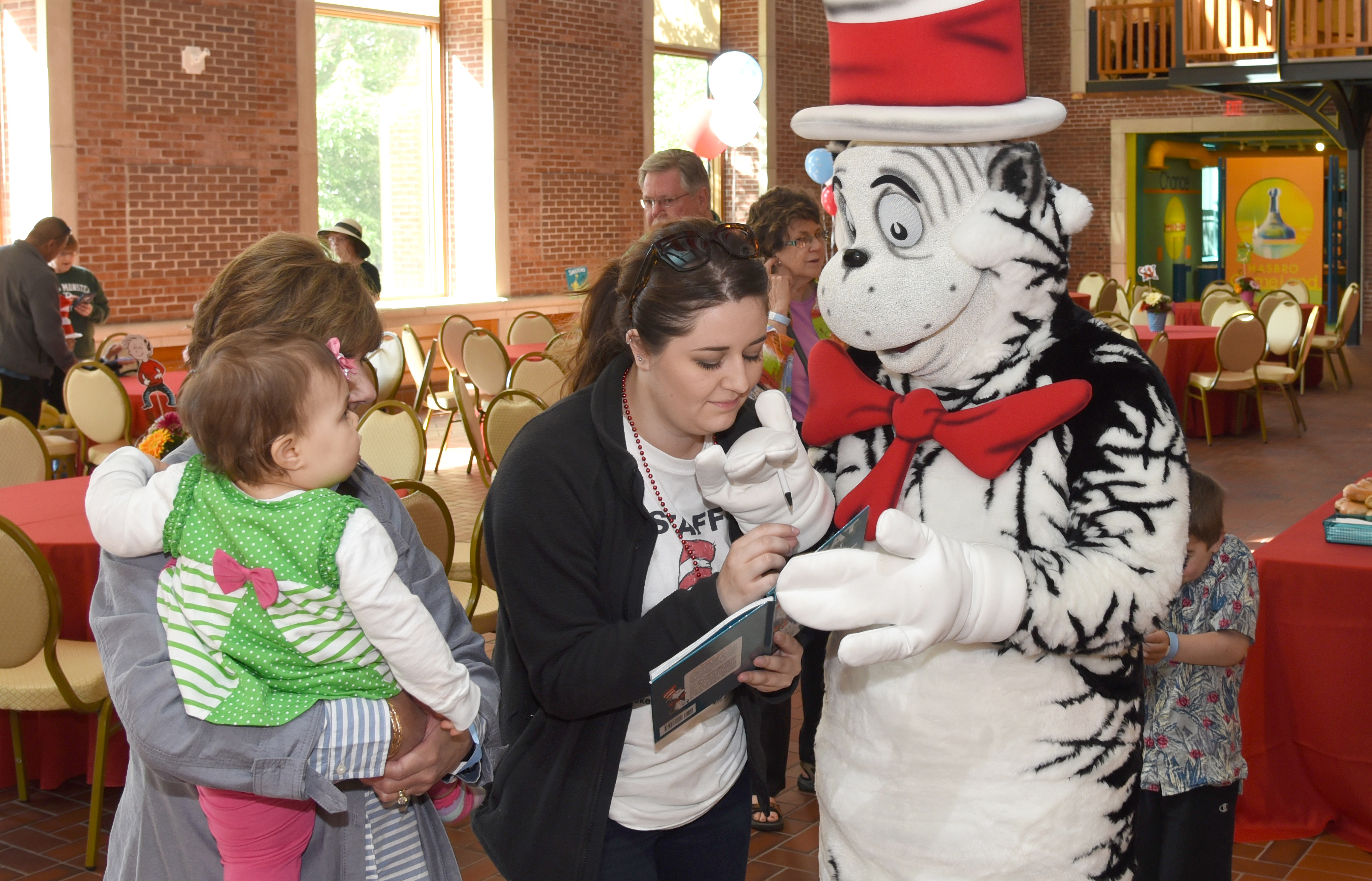 Meet The Cat In The Hat And Things 1 & 2