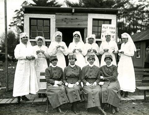 Nurses from 1918 hold medical masks