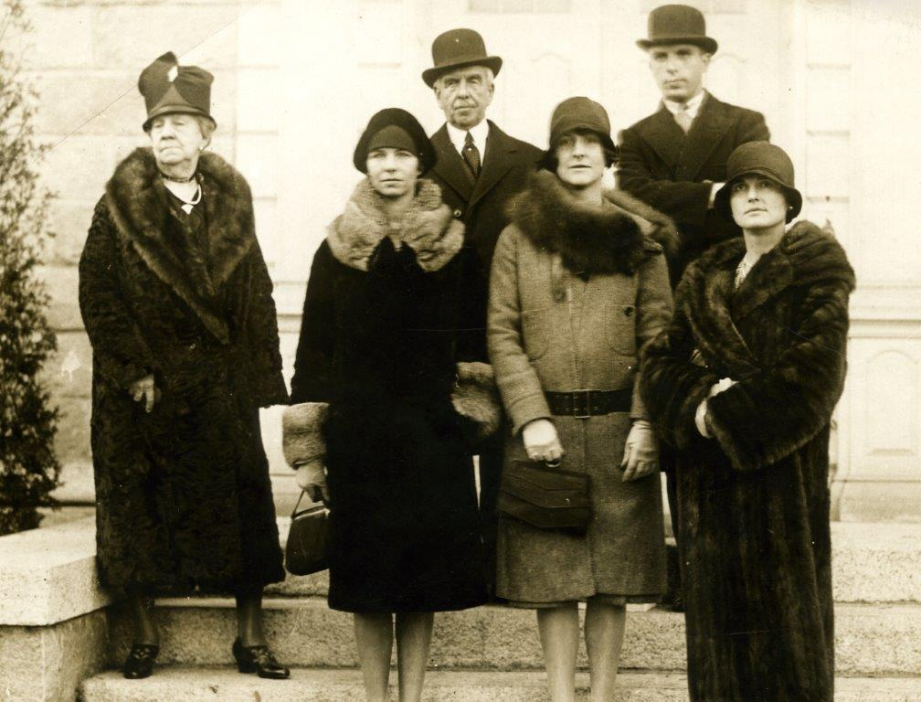 Image Of Pynchon Family Members In 1927